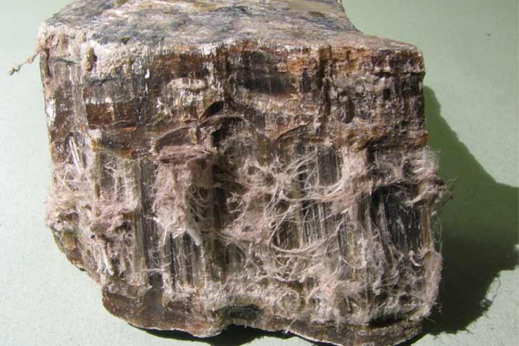 Massima prudenza con la serpentinite contenente amianto